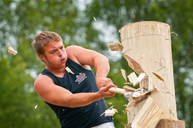 Log Chopping at the Royal Welsh Show